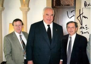 Ari Lipinski mit Altbundeskanzler Helmut Kohl u. Prof. M. Kaveh, Jerusalem 14.5.2002 - Photo mit Widmung
