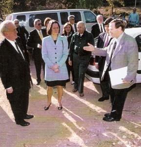 Ari Lipinski mit MP Johannes Rau im Negev am 25.11.1998
