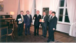 Berlin, 2000, BUNDESPRÄSIDENT J. RAU empfängt Schriftsteller Eli Amir, KKL J. Leket, JNF Prädient J. Kurosczcyk, Ari Lipinski Berater des isr. Umweltministeriums